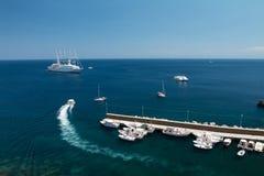 Lipari żeglowania port jest bardzo przyjemnym miejscem obraz royalty free