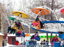 LIPECK, RUSSIA - 18 febbraio 2018: La gente ad una festa pagana russa di Maslenitsa dell'attrazione Fotografia Stock