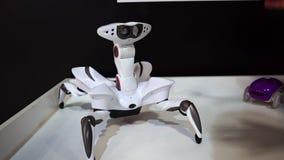 Lipetsk, Ρωσική Ομοσπονδία - 25 Ιανουαρίου 2018: Έκθεση των ρομπότ Η αράχνη ρομπότ επιτρέπεται, τρέξιμο αρρενωπό απόθεμα βίντεο