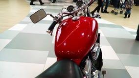 Lipetsk, Federação Russa - 13 de janeiro de 2018: Exposição das motocicletas, vintage velho uma motocicleta vermelha vídeos de arquivo