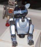 Lipetsk, Federação Russa 16 de janeiro de 2018: Robô modelo na exposição dos robôs na cidade de Lipetsk imagem de stock royalty free