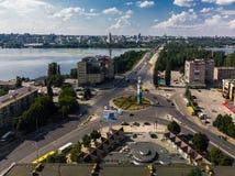 Lipetsk, Rusia - 5 de agosto 2018 vista del cuadrado del mundo y del río de Voronezh desde arriba Imagen de archivo libre de regalías
