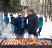 LIPETSK, RUSLAND - Februari 18, 2018: Mensen op Maslenitsa Russische heidense vakantie Stock Foto's
