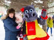 LIPETSK, RUSLAND - Februari 18, 2018: Mensen op Maslenitsa Russische heidense vakantie Royalty-vrije Stock Foto's