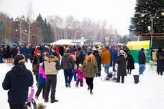 LIPETSK, RUSLAND - Februari 18, 2018: Mensen op Maslenitsa Russische heidense vakantie Royalty-vrije Stock Fotografie