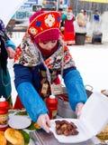 LIPETSK, RUSSLAND - 18. Februar 2018: Leute auf Maslenitsa Russischer heidnischer Feiertag Lizenzfreies Stockfoto