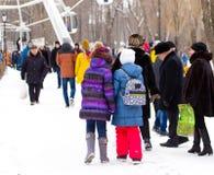 LIPETSK, RUSSLAND - 18. Februar 2018: Leute auf Maslenitsa Russischer heidnischer Feiertag Lizenzfreie Stockfotografie