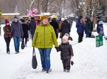 LIPETSK, RUSSLAND - 18. Februar 2018: Leute auf Maslenitsa Russischer heidnischer Feiertag Lizenzfreies Stockbild
