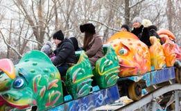 LIPETSK, RUSSLAND - 18. Februar 2018: Leute an einem russischen heidnischen Feiertag Anziehungskraft Maslenitsa Lizenzfreie Stockbilder