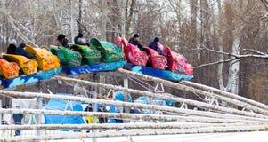 LIPETSK, RUSSLAND - 18. Februar 2018: Leute an einem russischen heidnischen Feiertag Anziehungskraft Maslenitsa Stockfotografie