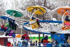 LIPETSK, RUSSLAND - 18. Februar 2018: Leute an einem russischen heidnischen Feiertag Anziehungskraft Maslenitsa Stockbilder