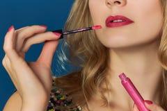 Lipgloss rosa di rosa del partito di giorno di biglietti di S. Valentino delle labbra Immagini Stock
