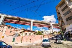 10 2017 Lipiec - Lisbon, Portugalia 25 De Abril Przerzucający most są bridżowy łączący miasto Lisbon zarząd miasta Almada dalej Obrazy Stock