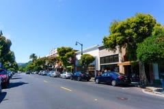 Lipiec 30, 2018 Los Gatos, CA, usa/- zakupy ulica w śródmieściu Los Gatos, południowy San Francisco zatoki teren zdjęcia royalty free