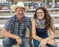 LIPIEC 22, 2017 NORWOOD KOLORADO - kobieta i mężczyzna my uśmiechamy się przy Miguel Basenowym rodeo, San Miguel okręg administra Zdjęcia Royalty Free