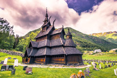 Lipiec 23, 2015: Oszukiwa kościół Borgund w Laerdal, Norwegia Obraz Stock