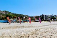 Lipiec, 2017 - Specjalny ochraniacz na piasku dla desantowych paragliders na Cleopatra plaży Alanya, Turcja Obraz Royalty Free