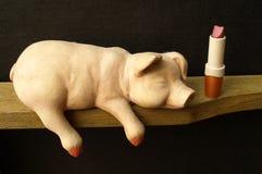 Lippenstift auf einem Schwein Stockbilder