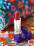 Lippenstift in der Farbe Stockfotos