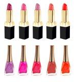 Lippenstift en nailpolish in verschillende kleuren Stock Afbeeldingen