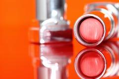 Lippenstift reflektiertes B Stockbilder