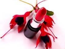 Lippenstift und Blume Stockfotos