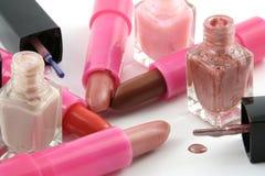 Lippenstift und Nagellack Lizenzfreies Stockfoto