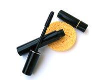 Lippenstift und Wimperntusche lizenzfreies stockfoto