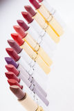 Lippenstifte in Folge Stockfotografie
