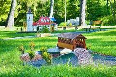 Liptovsky enero, Eslovaquia - 28 de mayo 2017: Miniatura del puente de madera cubierto en Kluknava en el ratio 1: 25 Fotos de archivo libres de regalías