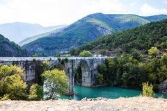 Liqueni/Ulzes smaragdgroen meer Albanië Stock Foto