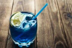 Liqueur bleu-clair du Curaçao de boisson alcoolisée photographie stock
