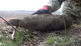 Liquidación de Artilery y remanente explosivos de la guerra almacen de video