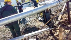 Liquidatie van de oliemorserij De slotenmakers zijn bezig geweest met het elimineren van olielekkage en het herstellen van materi stock afbeeldingen