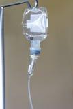 Liquide dans l'ensemble d'infusion photographie stock