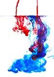 Liquide de couleur dans l'eau Photos stock