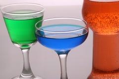 Liquide rouge et bleu 3 de vert d'articles en verre Photographie stock libre de droits