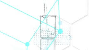 Liquide sur un becher et des formes illustration libre de droits
