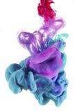 Liquides colorés sous-marins Turquoise, Voiolet et composition en couleur rouge images stock