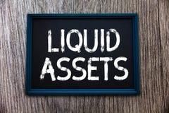 Liquidità del testo della scrittura I contanti e gli estratti conti di significato di concetto commercializzano l'azione posterga immagini stock