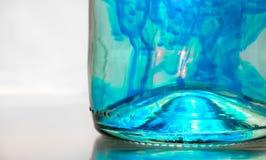 Liquido blu in una bottiglia Immagini Stock