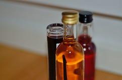 Liquido colorato in bottiglia di vetro Fotografia Stock Libera da Diritti
