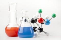 Liquido della strega delle fiale e catena molecolare Fotografia Stock Libera da Diritti