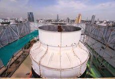 Liquido refrigerante dell'aria sul tetto della torre Fotografia Stock Libera da Diritti