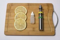 Liquido vaping del limone fotografia stock