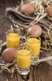 Liquore casalingo dell'uovo immagini stock