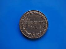 1 lira mynt, kungarike av Italien över blått Arkivbild