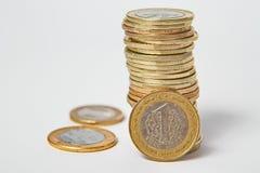 Lira turca in pila su fondo isolato Fotografia Stock