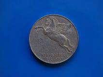 10 Lire der Münze, Italien über Blau Stockfotografie
