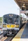 LIRR-trein die in Babylon New York aankomen royalty-vrije stock afbeelding